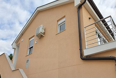 air con fitted outside